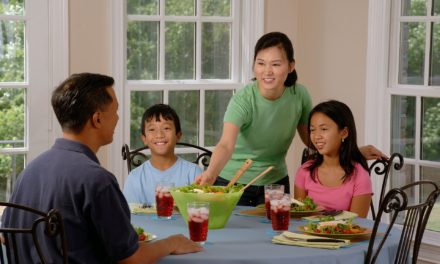 8 tips to avoid tantrums at the dinner table